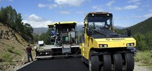 Gümüşhane köy yollarında 3 koldan asfalt çalışması yapılıyor İl Özel İdaresine bağlı ekipler asfalt çalışmalarını sürdürüyor