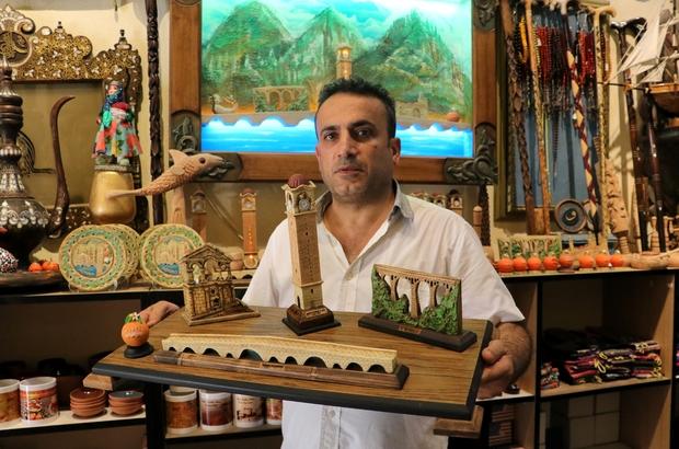 Ahşap, onun elinde sanat eserine dönüşüyor UNESCO'ya 'Yaşayan İnsan Hazinesi' adayı olarak gösterilen Ömer Erdoğan, ahşap işçiliğini yaşatmaya çalışıyor