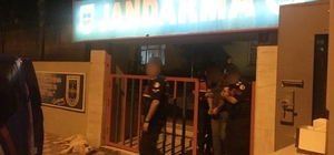Jandarma aranan şahısları yakaladı