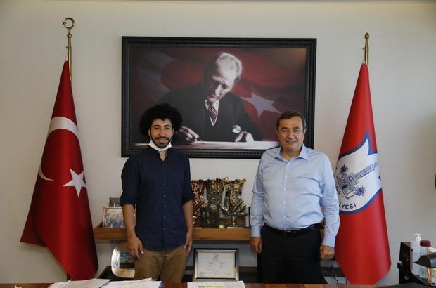 Agoralı Ferhat'a Batur desteği Çaycılık yaparak resim malzemeleri alıp ressam oldu, dünyanın sayılı okullarından birine kabul edildi