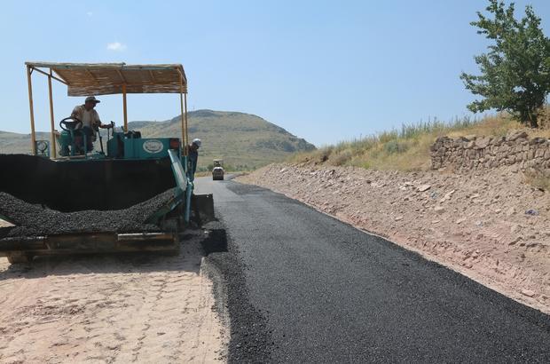 Develi'de mahallelerde sıcak asfalt çalışması devam ediyor