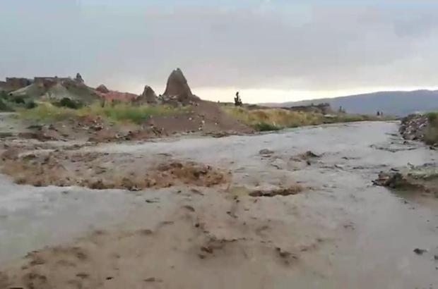 Kapadokya'da sel böyle görüntülendi Peribacalarını sel vurdu