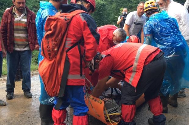 Trabzon'da mahsur kalan 24 kişi kurtarıldı Köprübaşı'nda heyelan nedeniyle bir ev yıkıldı
