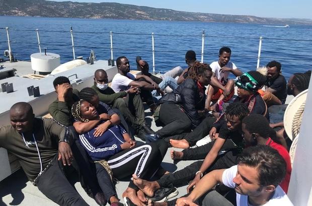 Ege Denizi'nde can pazarı can simitlerine tutunarak yaşam savaşı veren göçmenleri sahil güvenlik kurtardı Göçmenlerin kurtarılma anları sahil güvenlik kameralarınca görüntülendi