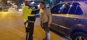 Alkollü araç kullanan sürücülere af yok Bozüyük İlçe Emniyet Müdürlüğü'nün denetimler hız kesmiyor Son bir aylık dönemde 2 bin 401 araç denetlendi, alkollü araç kullanan 37 sürücüye adli ve idari işlem yapıldı