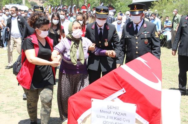 Manisa'nın şehidini binler uğurladı Sakarya'daki ikinci patlamada şehit olan Uzman Jandarma Kademeli Çavuş Mesut Yazar memleketi Manisa'da toprağa verildi