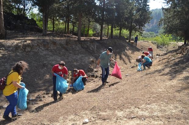 Yanık Ülke'nin çöpleri toplandı Kula-Salihli Volkanik Jeoparkı'nda çevre temizliği Çevreciler, Jeosit alanındaki çöpleri topladı
