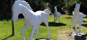 Ürgüp Belediyesi ilçe girişlerine at maketleri yerleştirdi Kapadokya 'Güzel Atlar Diyarı' misafirlerini at maketleri ile karşılayacak