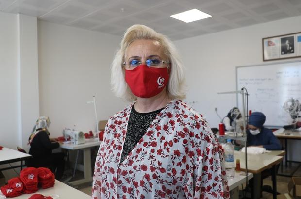 15 Temmuz'a özel 5 bin adet maske üretildi Sivas Halk Eğitim Merkezi Müdürlüğü 15 Temmuz Demokrasi ve Milli Birlik gününe özel tasarım 5 bin adet maske üretti