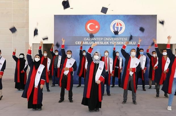 GAÜN Cerablus Meslek Yüksekokulu ilk mezunlarını verdi Suriyeli gençlerin mezuniyet coşkusu