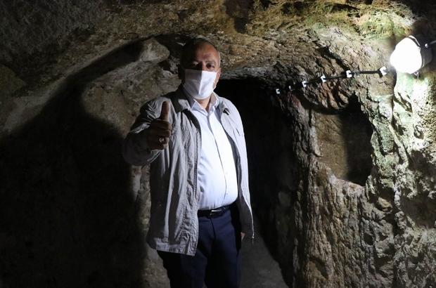 Yerin 8 kat altına indi tüm dünyayı Kapadokya'ya davet etti 5 bin yıllık yeraltı şehri misafirlerini bekliyor Derinkuyu Belediye Başkanı Aksoy, yerin 8 kat altına inerek turistleri davet etti