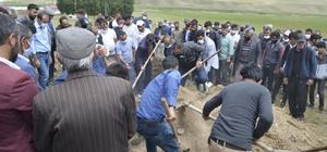 Cezayir'de iş kazasında hayatını kaybeden Ağrılı işçiler toprağa verildi