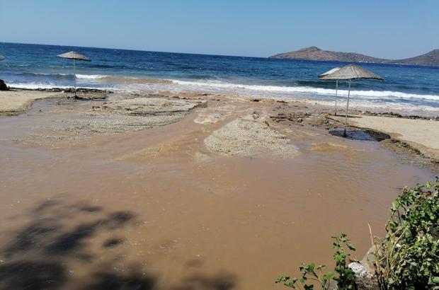 Bodrum'da isale hattı patladı tonlarca su boşa aktı Bodrum'da denizin rengi değişti