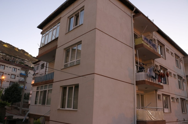 Bir buçuk yaşındaki çocuk apartmanın 4. katından düştü