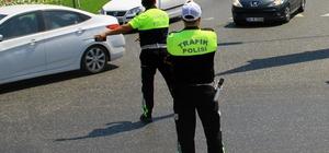 Trafik uygulamasında polise rüşvet teklifi Muğla-Aydın karayolu Yatağan girişindeki uygulama noktasında denetim yapan polis memuruna eksik evrakları için 100 lire rüşvet teklif eden şüpheli hakkında soruşturma başlatıldı.
