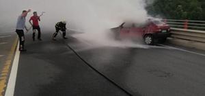 Seyir halindeyken yanan otomobile itfaiye müdahale etti