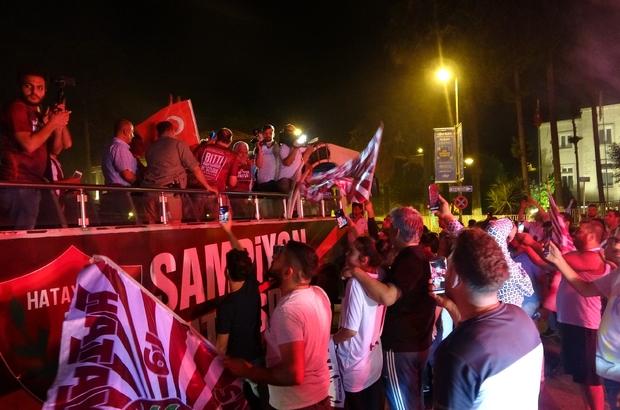 Şampiyon Hatayspor'a coşkulu karşılaşma Hataylı taraftarlar takımlarını karşıladı