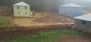 Bingöl'de yağış etkili, karantinadaki mezrayı sel bastı