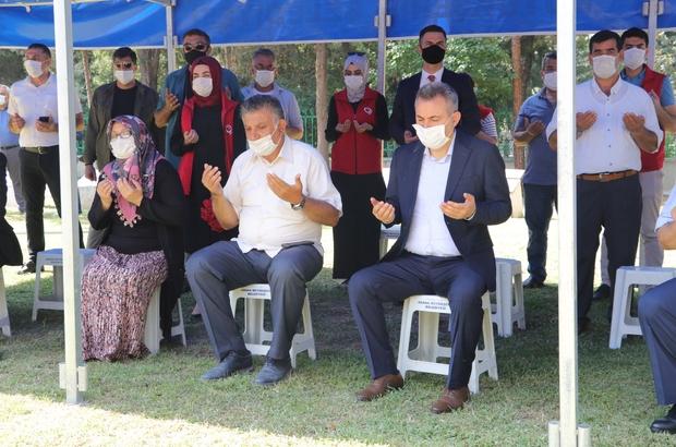 15 Temmuz şehitlerine dua Adana'da protokol üyeleri, 15 Temmuz şehitlerinin mezarlarını ziyaret etti