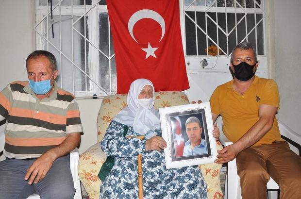 """Özel harekat polislerine siper olan servis şoförünün ailesi konuştu 15 Temmuz Şehidi Şirin Diril'in annesi Münevver Diril: """"Oğlum da atası Hz. Hüseyin gibi şehit oldu"""""""