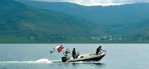 Çıldır Gölün'de tekne turları başladı