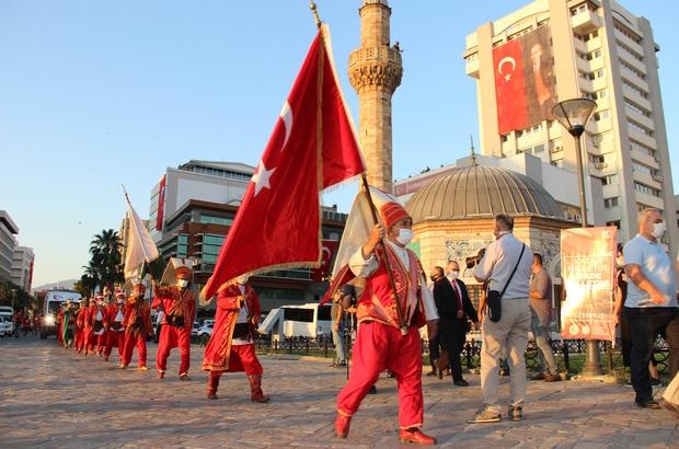 Korona tedbirleri altında 15 Temmuz anması İzmir'de 15 Temmuz için sosyal mesafeli ve maskeli anma töreni düzenlendi