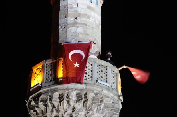 İzmir'de tüm minarelerden sela sesleri yükseldi