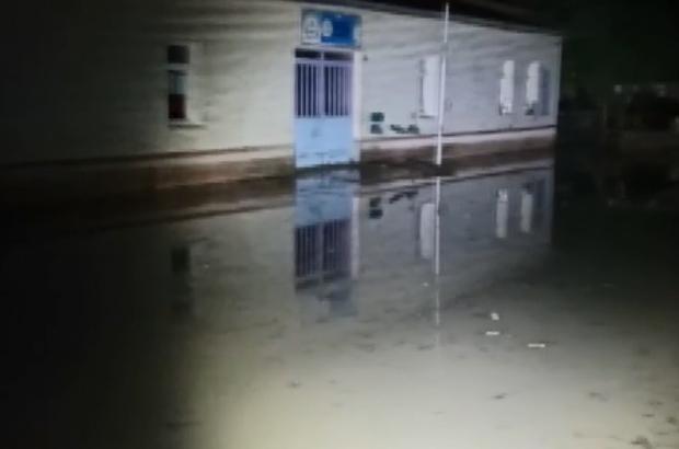 Erzurum'da sel hayatı felç etti: 1 okul ve 1 ev sular altında kaldı