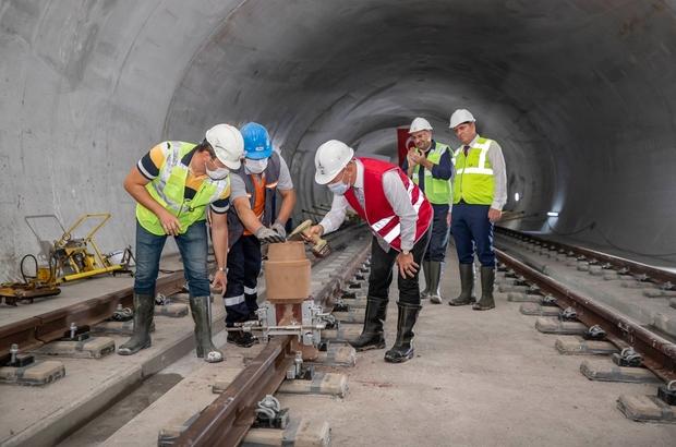 İzmir metrosu adım adım Narlıdere'ye ilerliyor Raylara ilk kaynağı Başkan Soyer yaptı