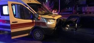 (Düzeltme) Ambulans ile otomobil çarpıştı: 7 yaralı