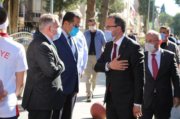 """Bakan Kasapoğlu, memleketi Kula'daki yatırımları inceledi Gençlik ve Spor Bakanı Dr. Mehmet Muharrem Kasapoğlu: """"Bölgenin en büyük spor kompleksi 2 hafta içerisinde hizmete açılacak"""" """"Şehitlerimize layık olmaya çalışacağız"""""""