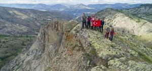 Sarısuvat vadisi, eşsiz güzelliğiyle büyüledi Sivas'ta doğa yürüyüşçüleri, eşsiz güzelliğiyle büyüleyen Doğanşar ilçesindeki Sarısuvat vadisinde yürümenin keyfini çıkardı