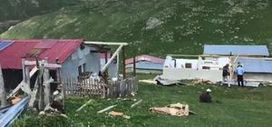Yaylada çıkan şiddetli rüzgar çatıları uçurdu