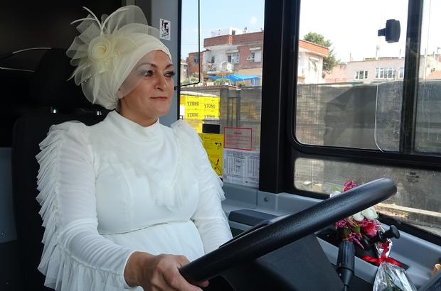 Şoför çiftin gelin arabaları, kullandıkları belediye otobüsü oldu Yüksek topukları yüzünden şimdilik direksiyonu kocasına bıraktı