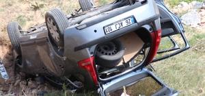 Otomobil şarampole devrildi