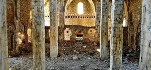 Definecilerin hedefi olan tarihi kilise ve manastır turizme kazandırılmayı bekliyor