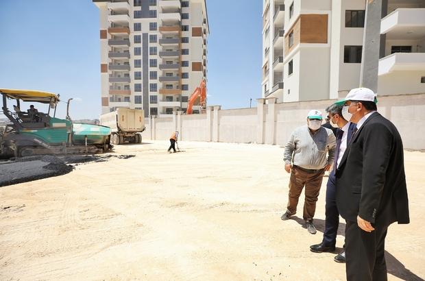 Fadıloğlu, asfalt çalışmalarını yerinde inceledi Karacaahmet'teki asfalt çalışmaları en kısa sürede tamamlanacak