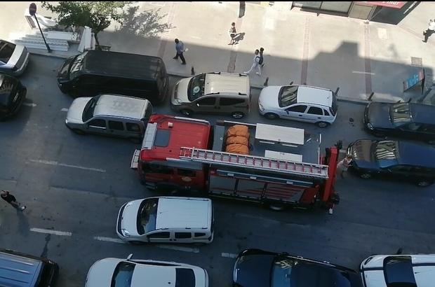 İhbara giden itfaiye araçları, park eden araçlar yüzünden mahsur kaldı