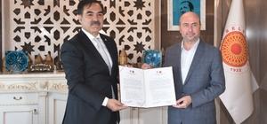 Ahlat ve Selçuklu ilçeleri kardeş oldu Bitlis'in Ahlat Belediyesi ile Konya'nın Selçuklu Belediyesi arasında kardeş belediye protokolü imzalandı