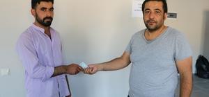 Suriyeli genç bulduğu 60 bin lirayı sahibine teslim etti Necmettin Daba, Allah'tan korktuğu için parayı sahibine teslim ettiğini söyledi