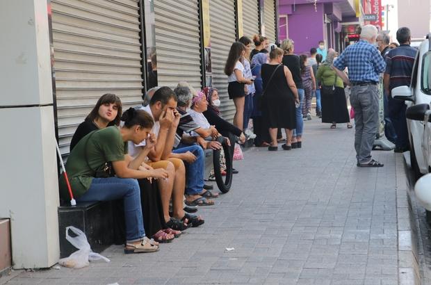 Vaka sayısının arttığı Adana'da kurallara uyan yok Sağlık Bakanı Fahrettin Koca'nın açıklamasının ardından kentin en işlek yerlerinde vatandaşların sosyal mesafe ve maske kurallarına uymaması dikkat çekti