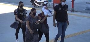 Pazarda yankesicilik yapan 2 kadın yakalandı