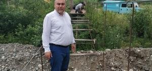 Mahalle sakinleri tarafından yıllar önce yapılan asma köprü onarılıyor