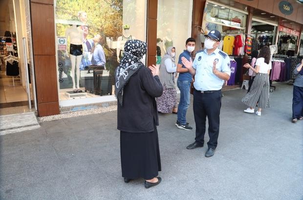 Vaka sayısı artan Gaziantep'te sokak sokak maske dağıtıldı