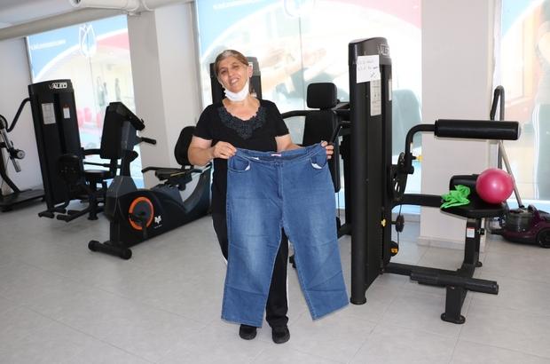 Azmetti, 6 ayda 23 kilo verdi Manisalı 54 yaşındaki ev hanımı düzenli sporla 6 ayda 23 kilo verdi Televizyondaki aşırı kilolu kadınların yaşadıkları sıkıntıları gören kadın 'Ben de öyle olurum' korkusu yaşayınca fazla kilolarından kurtuldu