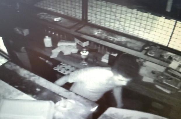 Pişkin hırsız güvenlik kamerasına aldırış etmedi