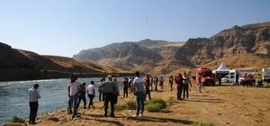Bayram tatili için geldi, Dicle Nehri'nde akıntıda kayboldu Yurt dışından bayram tatili için Şırnak'a gelen 60 yaşındaki adam akıntıya kapılarak kayboldu