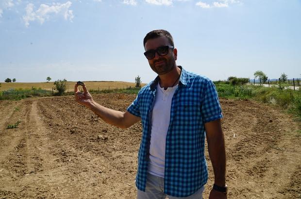 Sarımsak hasadı yaparken tarlasında gök taşı bulduğunu iddia etti Taşköprülü çiftçi bulduğu taşın araştırılmasını istiyor