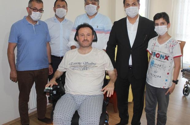 """Bakan Kasapoğlu, Manisalı Ahmet'in hayalini gerçekleştirdi Gençlik ve Spor Bakanı Kasapoğlu: """"İsteği yerine getirmekten büyük mutluluk duydum"""" Engelli Ahmet Altınok: """"Beni hayata bağlayacak olan araca kavuştum"""""""