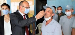 Başkan Akın'dan belediye işçilerine tatlı ikramı
